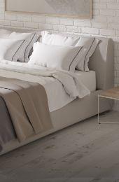 kremowe łóżko